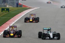 Nico Rosberg, Mercedes AMG F1 W06 and Daniil Kvyat, Red Bull Racing RB11 battle for position