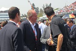 El ex Rey de España, Juan Carlos con Federico Gastaldi, Lotus F1