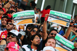 Sergio Perez, Sahara Force India F1 fans in the grandstand