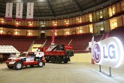 Red Line Off-Road Team: Red Line Off-Road Team Mitsubishi Pajero and service truck