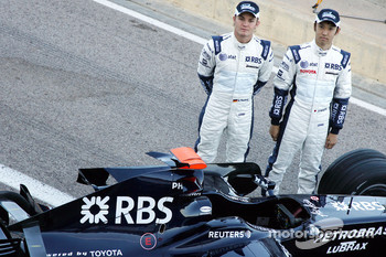 Williams F1 Team photoshoot: Nico Rosberg, WilliamsF1 Team, Kazuki Nakajima, Williams F1 Team, and the FW30