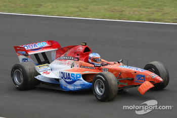 Jeroen Bleekemolen, driver of A1 Team Netherlands, broken front wing