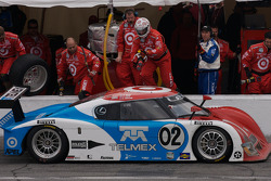 Pit stop for #02 Chip Ganassi with Felix Sabates Lexus Riley: Scott Dixon, Salvador Duran, Alex Lloyd, Dan Wheldon