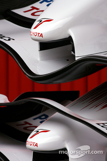 Toyota TF108 Front wings