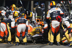Pit stop for Nelson A. Piquet, Renault F1 Team