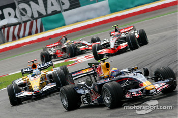 Mark Webber, Red Bull Racing, RB4 and Fernando Alonso, Renault F1 Team, R28