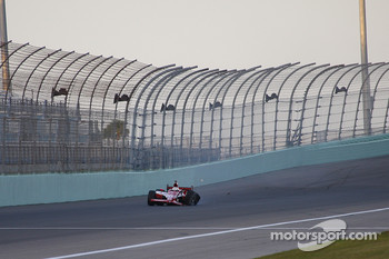 Dan Wheldon crashes