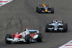 Jarno Trulli, Toyota Racing, TF108 and Nico Rosberg, WilliamsF1 Team, FW30