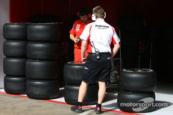 Bridgestone technician with slick tyres