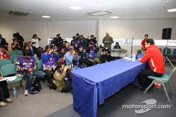 Helio Castroneves meets the press