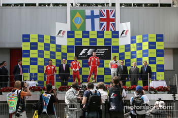 Podium: race winner Kimi Raikkonen with Felipe Massa, Lewis Hamilton and King Juan Carlos