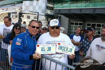 Al Unser Jr. poses with Unser fan