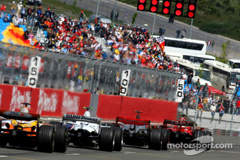 Start, Felipe Massa, Scuderia Ferrari, F2008 and Lewis Hamilton, McLaren Mercedes, MP4-23