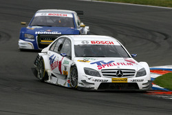 Battle of the ladies, with Susie Stoddart, Persson Motorsport AMG Mercedes, AMG Mercedes C-Klasse, leading Katherine Legge, TME, Audi A4 DTM
