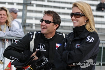 Marty Roth and his wife wait out the final hour of qualifying