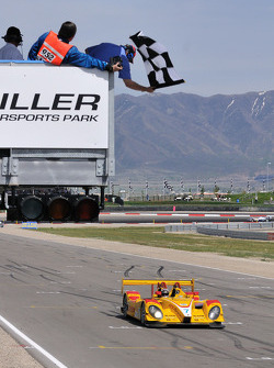 Checkered flag for the #7 Penske Racing Porsche RS Spyder: Romain Dumas, Timo Bernhard