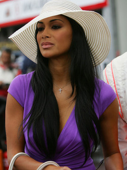 Nicole Scherzinger, Singer in the Pussycat Dolls