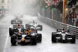 Mark Webber, Red Bull Racing leads Kazuki Nakajima, Williams F1 Team