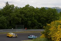 #25 Manthey Racing Porsche 911 GT3: Bert Lambrecht, Jean-François Hemroulle, Lance David Arnold, #53 MSC Rhön e.V. im AvD BMW M3: Pierre de Thoisy, Thierry Depoix, Eric Van de Vyver