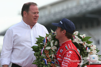 Chip Ganassi and Scott Dixon share a moment during the winner shoot