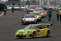 Pace lap: #1 Manthey Racing Porsche 911 GT3 RSR: Timo Bernhard, Marc Lieb, Romain Dumas, Marcel Tiemann