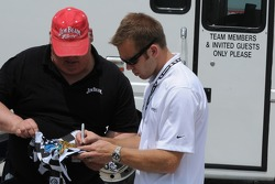 Ed Carpenter signing autographs