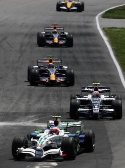 Rubens Barrichello, Honda Racing F1 Team leads Kazuki Nakajima, Williams F1 Team