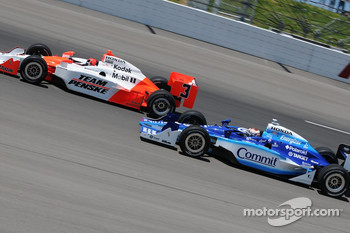Helio Castroneves leading Scott Dixon