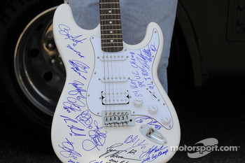 A fan had the novel idea of drivers signing a guitar