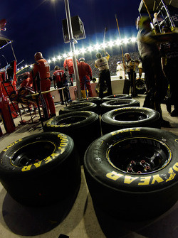 Paul Menards crew sets up tires for his next pit stop