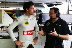 Jolyon Palmer, Lotus F1 Team Test and Reserve Driver with Julien Simon-Chautemps, Lotus F1 Team Race Engineer