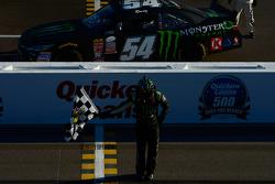 Winner Kyle Busch, Joe Gibbs Racing Toyota