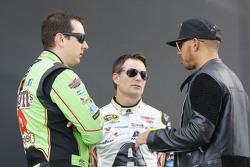 Kyle Busch, Joe Gibbs Racing Toyota, Jeff Gordon, Hendrick Motorsports Chevrolet and Lewis Hamilton, Mercedes AMG F1 Team
