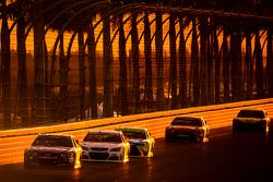 Jimmie Johnson, Hendrick Motorsports Chevrolet and Kevin Harvick, Stewart-Haas Racing Chevrolet