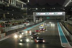 Start: #11 Kessel Racing Ferrari 458 Italia: Davide Rigon, Andrea Piccini, Michael Broniszewski leads