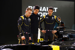 Kevin Magnussen, Renault F1 Team met Esteban Ocon, Renault F1 Team en Jolyon Palmer, Renault F1 Team