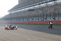 Nick Heidfeld, Mahindra Racing and Danny Webb, Mahindra Racing
