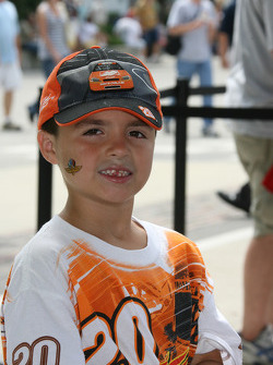 A young fan of Tony Stewart