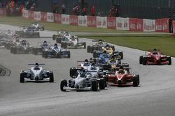 Start, Ramon Pineiro, Fortec Motorsport leads