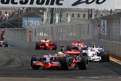 Lewis Hamilton, McLaren Mercedes leads Robert Kubica, BMW Sauber F1 Team, F1.08