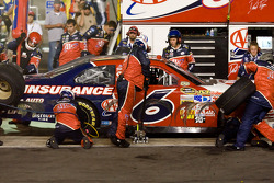 Pit stop for David Ragan