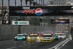 Start: #5 Phoenix Racing Corvette C6R: Marcel Fassler, Jean-Denis Deletraz leads the field