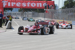 Scott Dixon waives to his crew on the pace lap