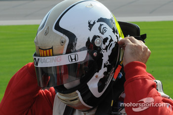 Oriol Servia has a new helmet
