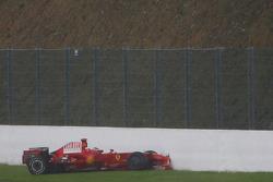 Kimi Raikkonen, Scuderia Ferrari, F2008, crashed, Lewis Hamilton, McLaren Mercedes, MP4-23 leads