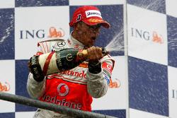 Podium: Lewis Hamilton sprays champagne
