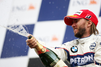Podium: Nick Heidfeld sprays champagne