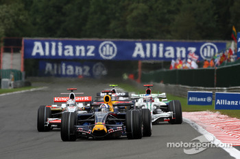 David Coulthard, Red Bull Racing leads Adrian Sutil, Force India F1 Team and Jenson Button, Honda Racing F1 Team