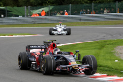 Sebastian Vettel, Scuderia Toro Rosso, STR03 leads Nick Heidfeld, BMW Sauber F1 Team, F1.08
