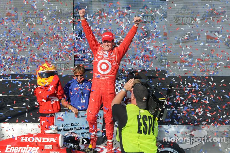 IndyCar Series 2008 champion Scott Dixon celebrates